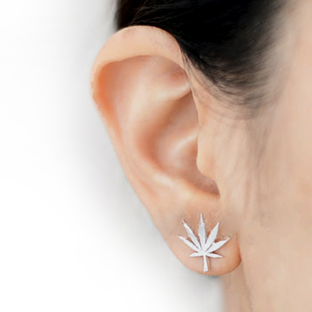 JUST GET HIGH_silver_leaf earring_model