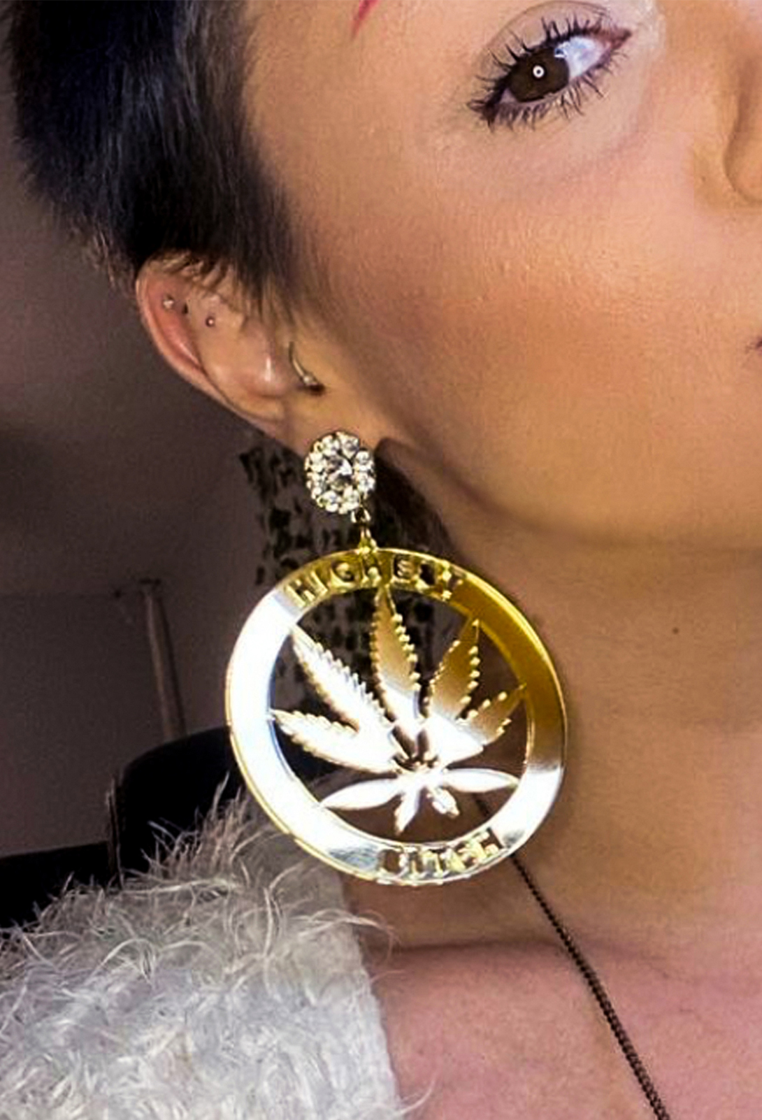 highest bitch_JUST GET HIGH_earrings acrylic_models