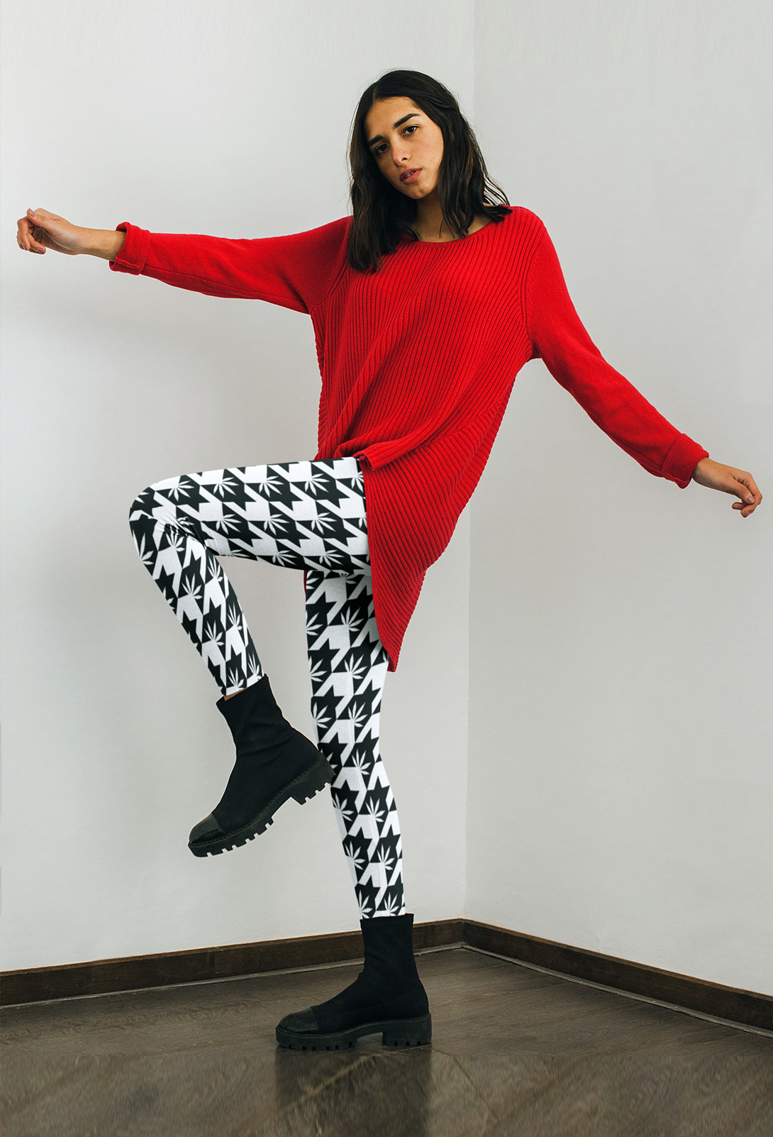 JUST GET HIGH_HIGHEST BITCH_OVERSIZED HOUNDS TOOTH LEGGINGS_model